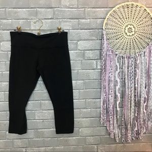 lululemon athletica // black cropped leggings 8